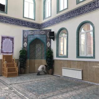 غبار روبی مسجد دانشگاه علم و فرهنگ