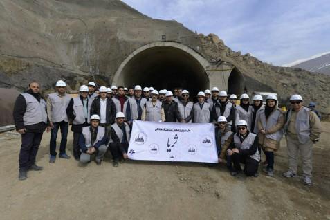 بازدید دانشجویان گروه مهندسی عمران دانشگاه علم و فرهنگ به همراه جمعی از اساتید معزز، از پروژه اتوبان تهران - شمال