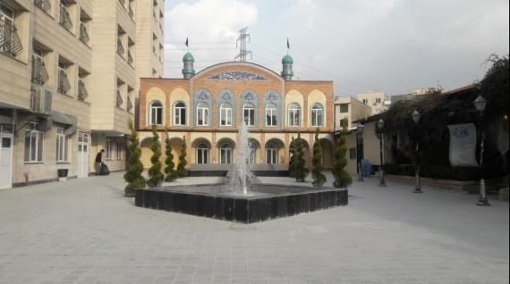 اقامه نماز جماعت در مسجد ثامن الحجج(ع)